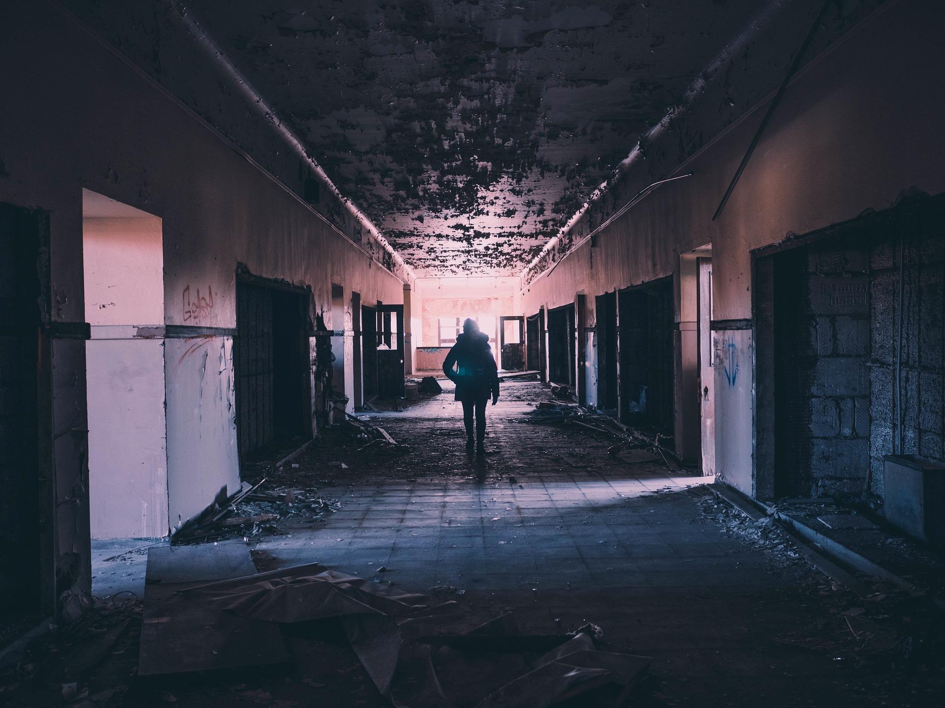 hallway-1245845_1920